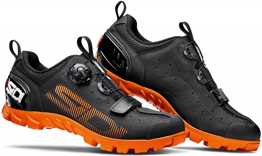 Cyklistické tretry jsou speciální obuv určená pro jízdu na kole. Nejčastěji  má mechanismus f7e469f577