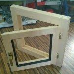 Dřevěné okno jednoduché otevíravé 60x60