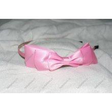 Světle růžová saténová čelenka s mašlí