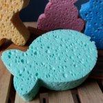 Calypso Dětská viskózní koupelová mycí houba Junior rybka - růžová