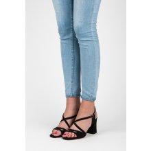 Elegantní černé sandály na podpatku