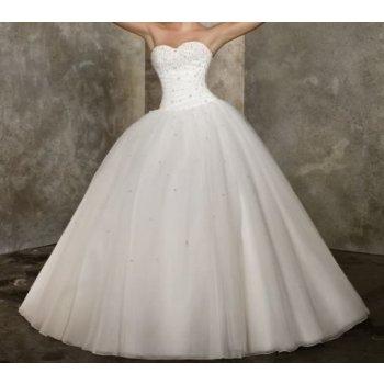 Bílé nebo ivory dlouhé luxusní svatební šaty s vlečkou a ...