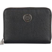 c8804bf7b4 Tommy Hilfiger Dámská peněženka TH Core AW0AW06502 černá