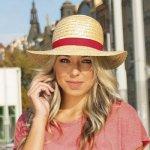 12c73fed4 Karpet dámský slaměný klobouk zdobený rypsovou stuhou červená