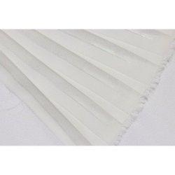 Metráž - Plisé BÍLÁ STŘÍBRNÁ LESK 55802014 - látka na šaty a halenky f1603361c6c