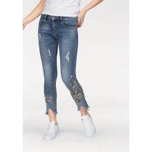 Hailys drbané jeansy Melia nad kotníky s výšivkou modré b32602fa7a