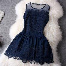 Modré krajkové šaty koktejlky