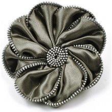 f4504749626 199 Kč Profesionální kosmetika. Art of Polo Brož ve tvaru květiny se  zdobenými okraji