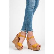 Módní žluté sandály na korkovém klínu