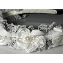 Dětská čelenka do vlasů slavnostní s květy a perličkami bílá ... 0ba6b2eed5