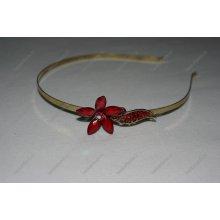 Čelenka s kytičkou z červených kamínků