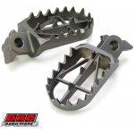 Široké ocelové stupačky DRC Wide Footpegs KTM SX SXF 16-.. EXC 17-.. / Husqvarna