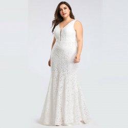 02c385e57892 Dlouhé svatební pouzdrové krajkové šaty pro plnoštíhlé bílá. Elegantní  celokrajkové ...