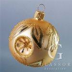 Vánoční koulička ve zlatém matu