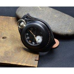 cc679cdc031 Oscar Moser 1914 Ručně šitý kožený pásek na kapesní hodinky ...