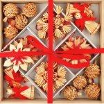 Slaměné dekorace v dřevěné krabičce 32 ks