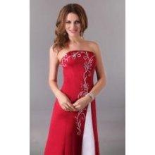Červené šaty s ornamenty