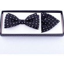 Černý puntíkovaný pánský motýlek s kapesníčkem Assante 90348