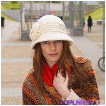 Vlněný klobouk zdobený květy a korálky tmavě fialová b449fce18d