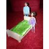Postýlka pro panenku Barbie a Kena včetně peřinek