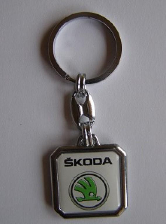 Prívesok na kľúče živicová Škoda biela od 2 e1250340d3a