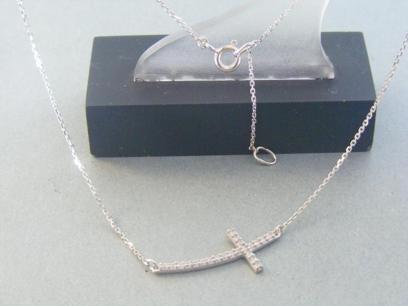 44b74d596 MARM Design Zlatá retiazka s príveskom krížik biele zlato kamienky DR43213B