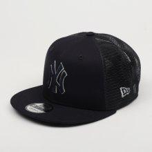 d299631e5 New Era 9Fifty MLB Essential New York Yankees Trucker Cap Navy