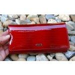 Dámska tmavá červená lakovaná kožená peňaženka zlatý patent luxusná 519c5d26009