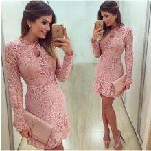 Růžové šaty s krajkou