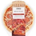 Tesco Meat Feast Pizza so syrom šunkou pečeným bravčovým a hovädzím mäsom a  salámou 394 g a08f91bfa37